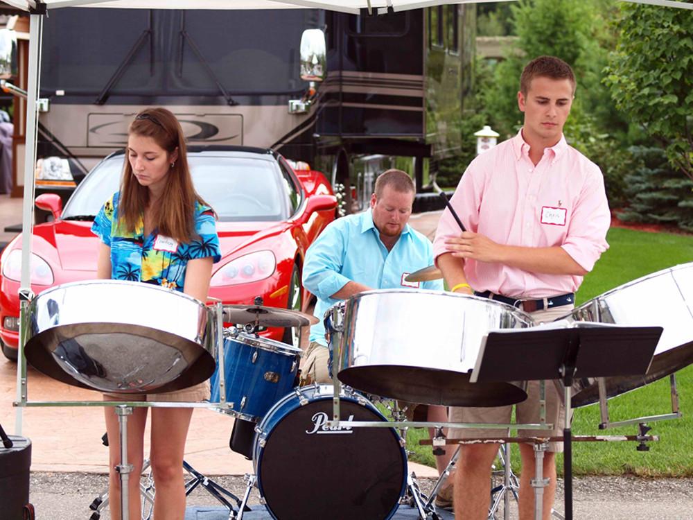 Prevost Featherlite Rally Band 2