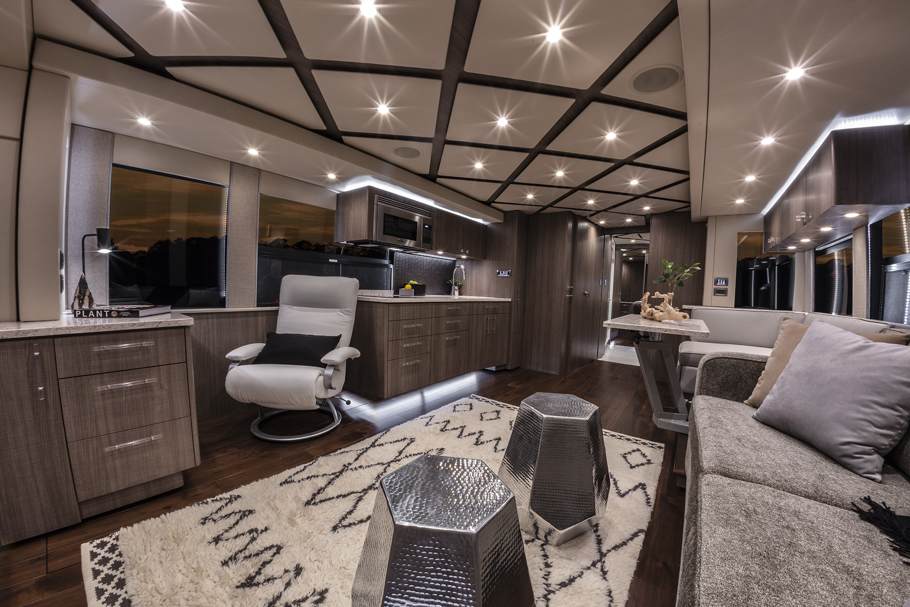 2019 Featherlite Coaches Quot Solstice Quot 3579 Featherlite