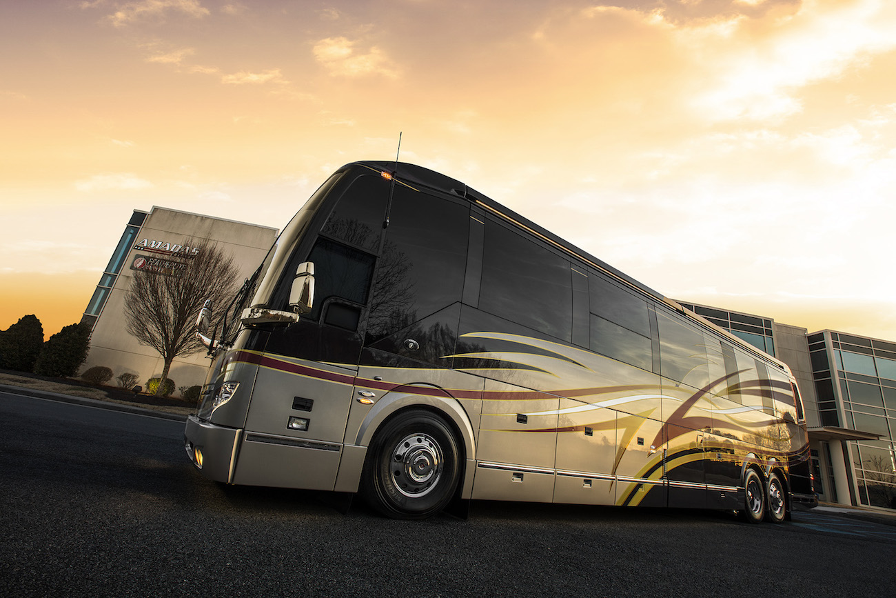 2019 Featherlite Coaches #3687 Featherlite Prevost Motorhome
